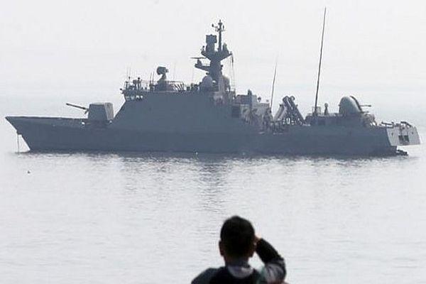 İki ülke gemileri karşılıklı ateş açtı