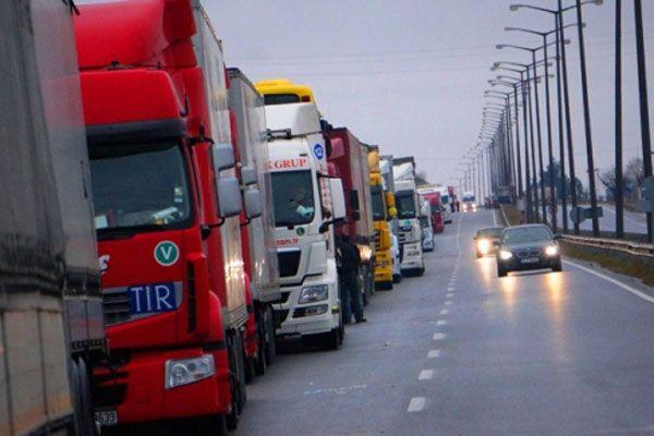 Sınırda binlerce ton gıda bozulmak üzere