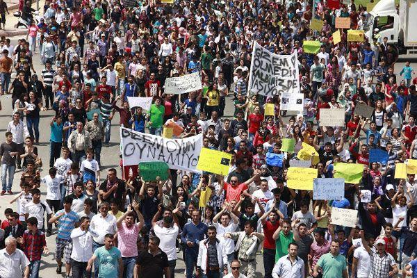 Adana'da yüzlerce kişi Gizem için yürüdü