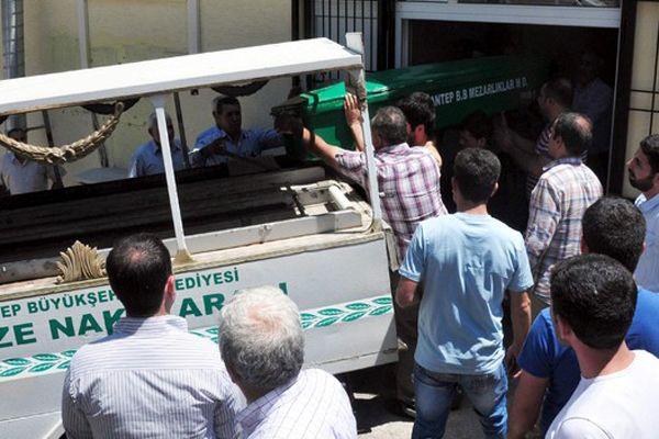 Polis cesedi gömmeye çalışan katil zanlılarını suçüstü yakaladı