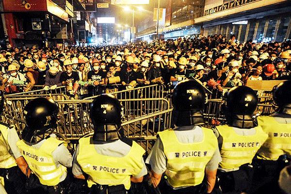 Hong Kong'daki gösterilerde 37 gözaltı