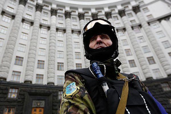 Ukrayna'da göstericiler polis olacak