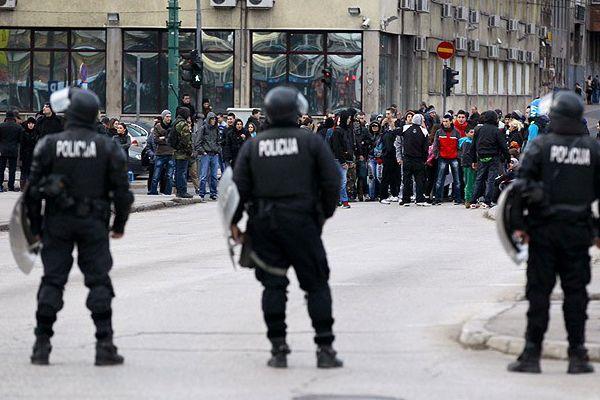 Saraybosna'da göstericiler yine yol kapattı