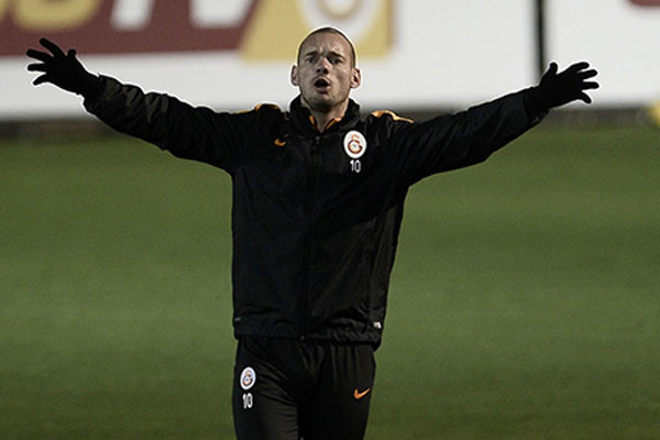 Galatasaray'da Sneijder belirsizliği devam ediyor