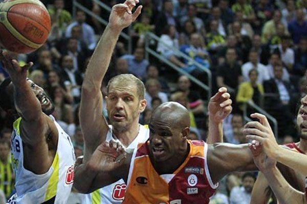 Fenerbahçe Ülker, Galatasaray Liv Hospital'ı konuk ediyor