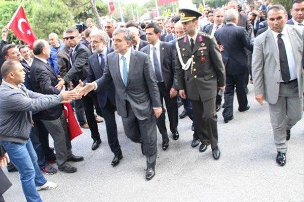 Cumhurbaşkanı Gül'e sevgi gösterisi