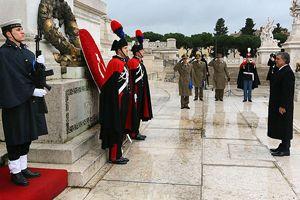 Gül Meçhul Asker Anıtı'na çelenk koydu