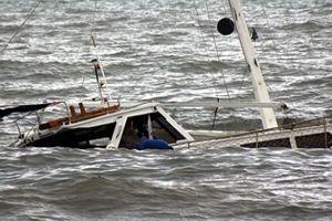 Haitilileri taşıyan tekne alabora oldu
