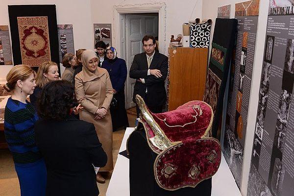 First leydiler müze gezdi
