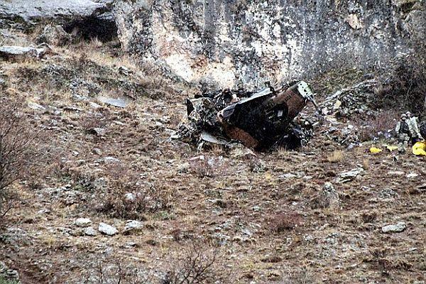 Vietnam'da askeri helikopter düştü