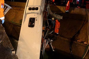 İşçi servisi su kanalına devrildi, 3 ölü