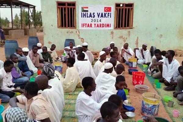 İhlas Vakfı'ndan Sudanlı Müslümanlara iftar