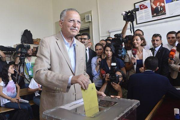 Cumhurbaşkanı adayı Ekmeleddin İhsanoğlu, oyunu kullandı