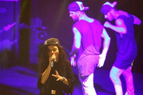 Dünyaca ünlü pop yıldızı, Diyarbakır'da sahne aldı