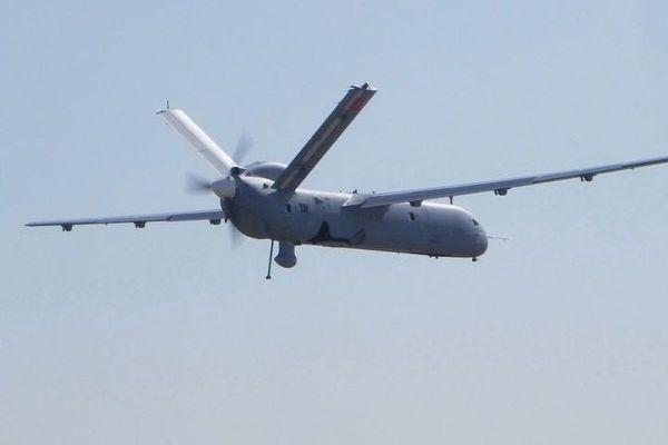 İnsansız hava aracı tamam sırada insanlı uçakta