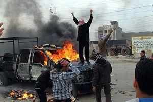 Irak'ta askerlerle aşiretlere bağlı silahlı gruplar çatıştı