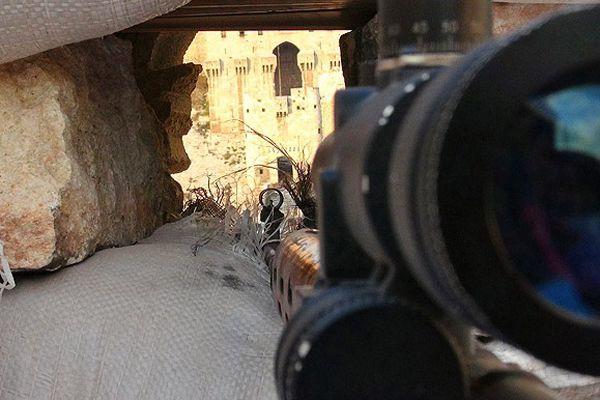 Esad güçlerinin karargahını tünel kazarak imha ettiler