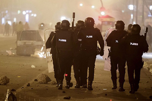 Bulvar istemeyen İspanyollar polisle çatıştı