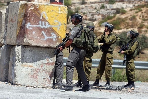 İsrail askerlerinden Filistin köyüne baskın