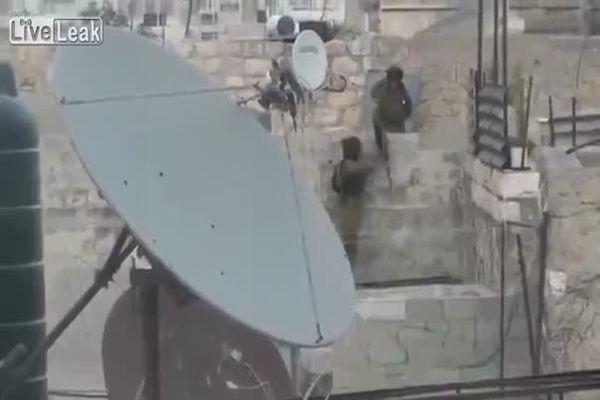 İşte İsrail askerlerinin rezil olduğu an- İZLE