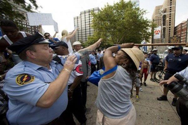 İsrail'e destek eyleminde bastonlu tepki