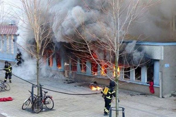 İsveç'te camiye çok çirkin saldırı