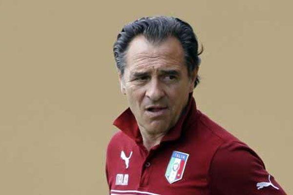 İtalya Prandelli ile 'devam' dedi