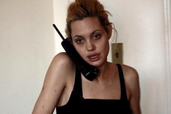 Angelina Jolie'yi hiç böyle görmediniz! Uyuşturucu kullanırken