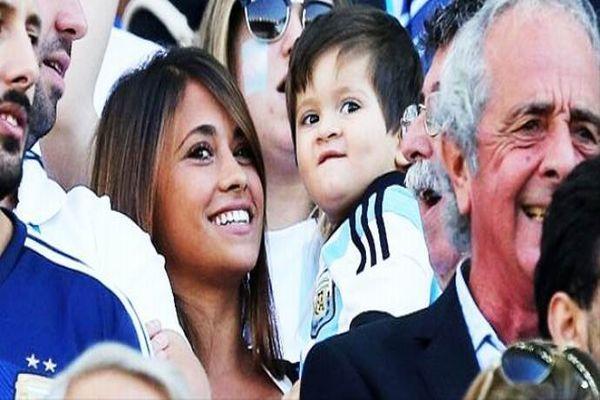 Bu çocuk hangi ünlü futbolcunun oğlu?