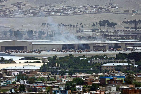 Kabil'de havalimanına roketli saldırı