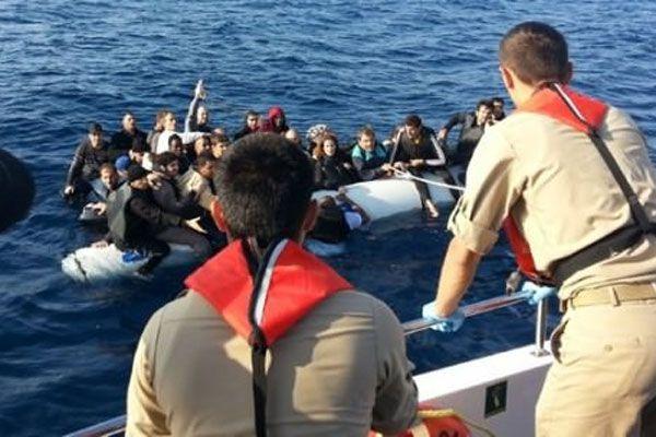 335 kaçak boğulmak üzereyken kurtarıldı