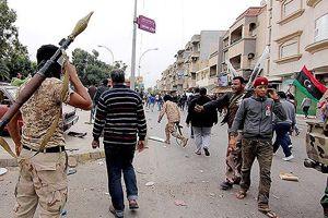 Libya'da Kaddafi yanlıları askeri üssü ele geçirdi