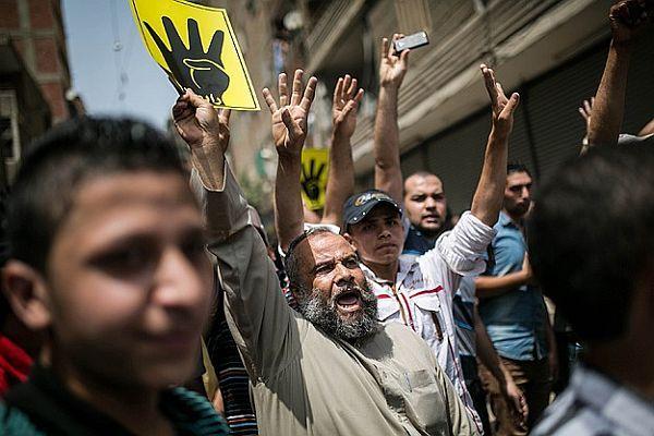 Kahire'de darbe karşıtı gösterilerde kan aktı