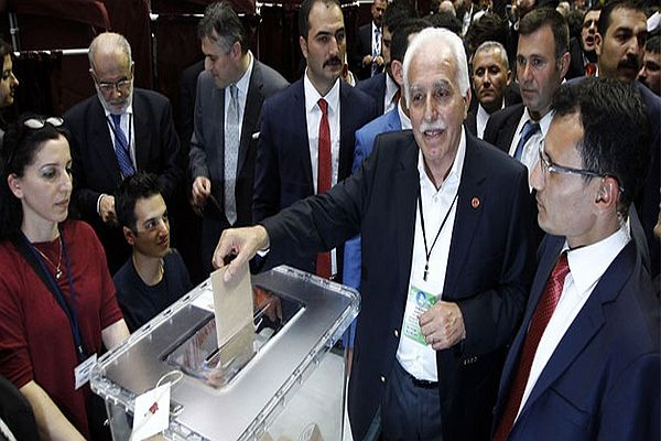 Saadet Partisi'nde genel başkan belli oldu