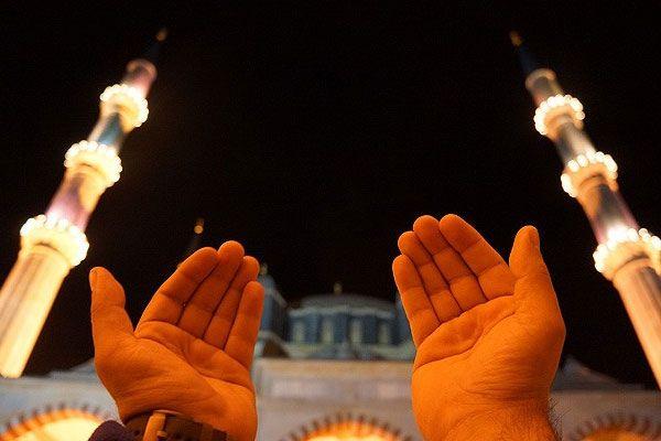 Regaip Kandili'nde eller semaya açıldı, camiler doldu taştı