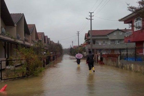 Kandıra sokakları sular altında kaldı