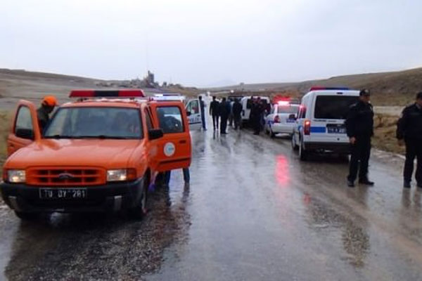 Karaman'da yağış yüzünden yollar kapandı