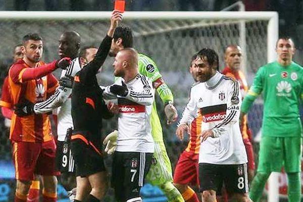 Cüneyt Çakır kırmızı kartın sebebini açıkladı