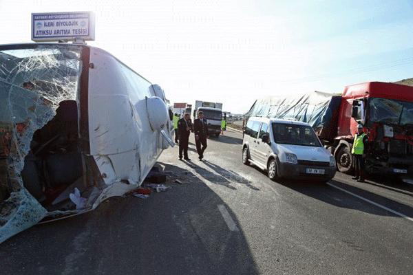 Kayseri'de zincirleme trafik kazası, 27 yaralı