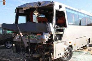 Bursa'da kamyon otobüsle çarpıştı