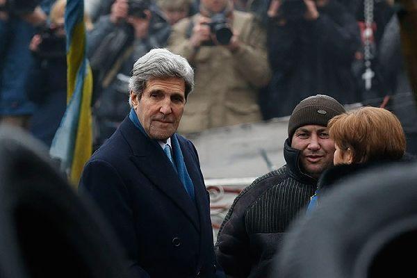 Kerry, 'Ukrayna halkının yanında olacağız'