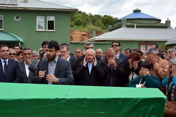 Kılıçdaroğlu Tunceli'de amcasının cenazesine katıldı