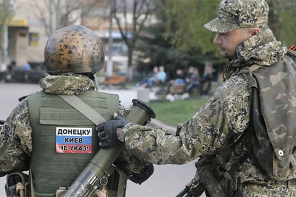 Silahlı gruplar Kırım'da işgallerini sürdürüyor