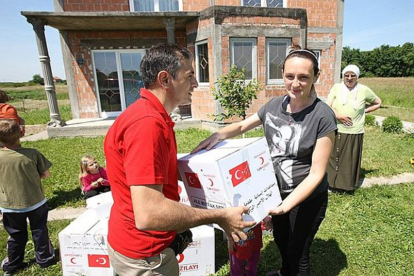 Bosna'da sel mağdurlarına yardımlar sürüyor