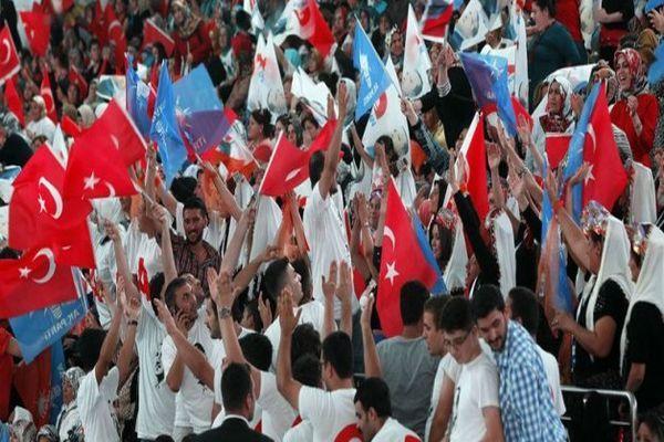 CHP'nin 2 numaralı ismi AK Parti kongresinde