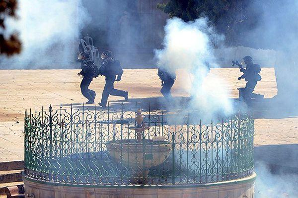 İsrail askerleri, Filistinlilere göz yaşartıcı gazla müdahale etti