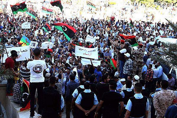 Libya'da 'onur savaşına' destek ve tepki gösterileri