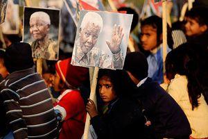 Mandela geleneklere uygun uğurlanacak