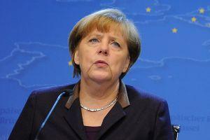Merkel kayak yaparken düştü