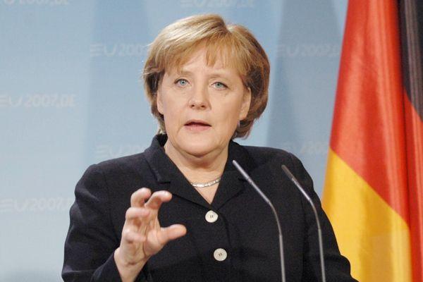 Merkel, Paris olayını değerlendirdi